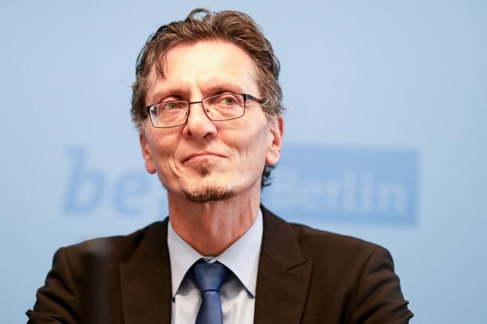 Christian Gaebler (SPD) teilte mit, dass die Ausländerbehörde Kontakt mit dem Bundesinnenministerium aufgenommen hat.