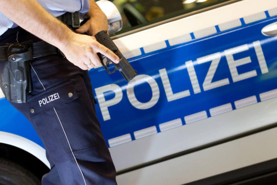 Die Beamten überwältigten und fesselten den 34-Jährigen (Symbolfoto).