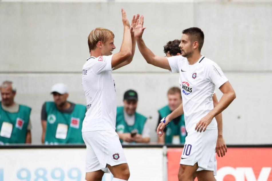 Schlag ein: Ein erfolgreiches Duo in der Offensive: Jan Hochscheidt (l.) und Dimitrij Nazarov trafen in dieser Saison je zweimal. Nicht nur deshalb sollen sie bis 2023 gehalten werden.
