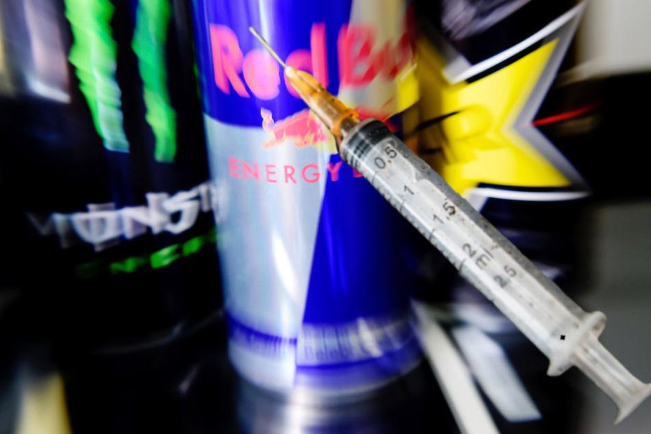 Weil er palettenweise Energy-Drinks geklaut hat, steht ein 29-Jähriger in Berlin vor Gericht. (Symbolbild)
