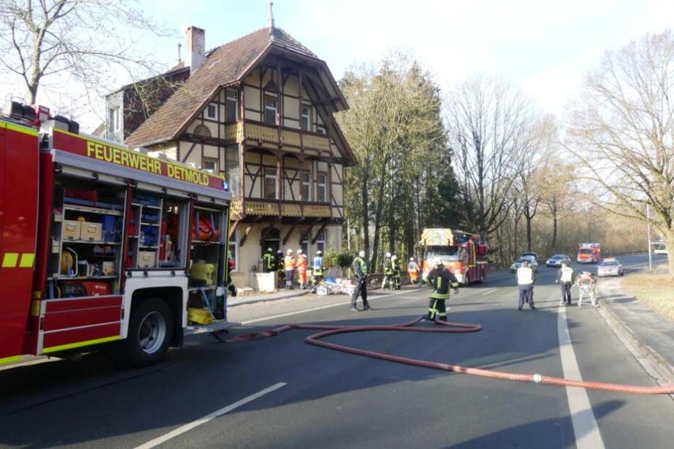 Die Paderborner Straße wurde für die Zeit des Einsatzes vor Ort komplett gesperrt.