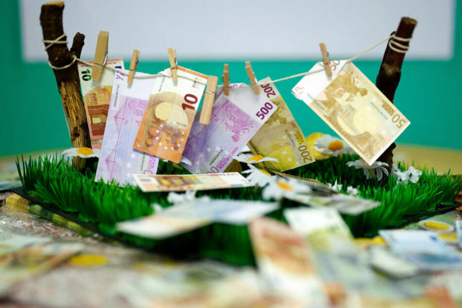 """Wenn Scheine """"sauber"""" werden: Deutlich mehr Geldwäsche in Deutschland"""