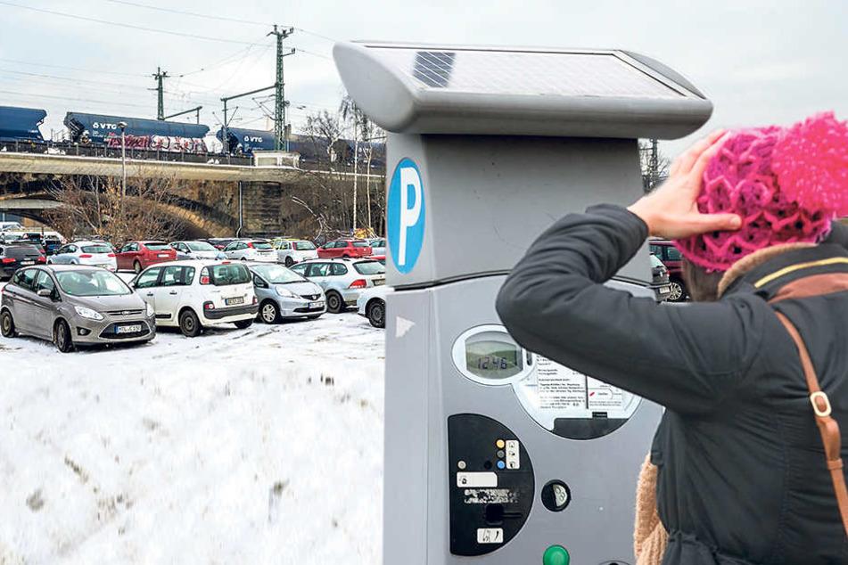 Gratis-Parkplätze ade! Stadt will auch an der Marienbrücke kassieren.