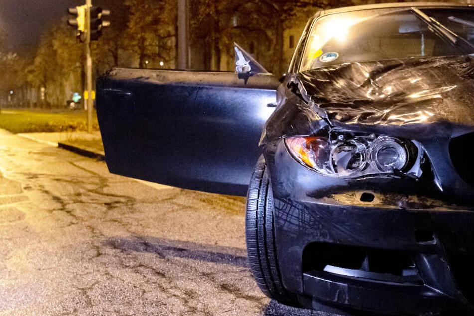 Ein Mann war in München mit einem BMW in eine Gruppe Jugendlicher gefahren.