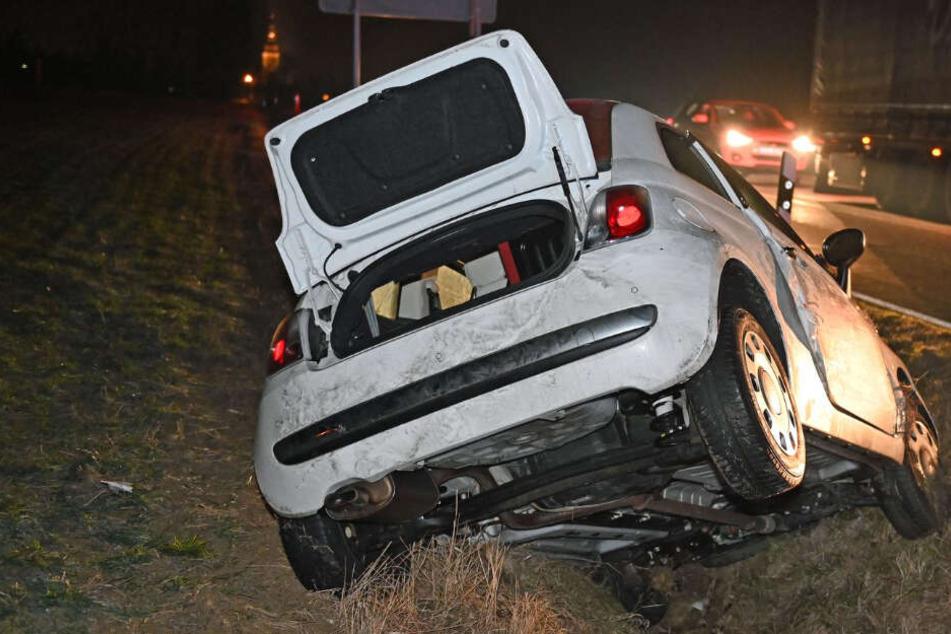 Alkoholfahrt mit Fiat 500: Frau landet im Straßengraben