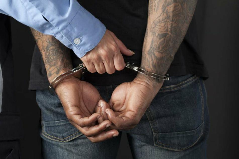 Wegen des Tumults kam es zu drei Festnahmen. (Symbolbild)