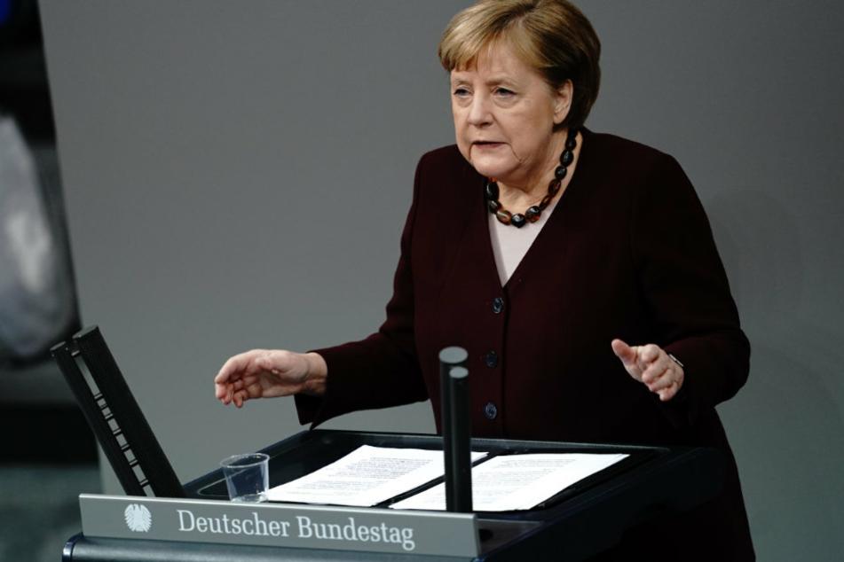 Bundeskanzlerin Angela Merkel (66, CDU) gibt im Bundestag eine Regierungserklärung zur Bewältigung der Corona-Pandemie ab.