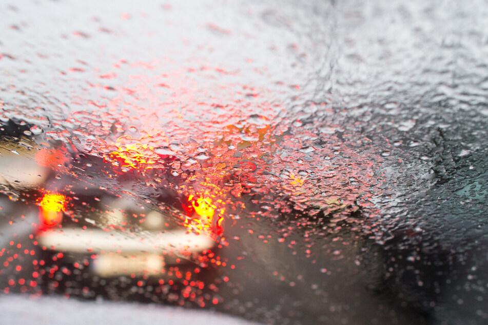 Sturmschäden in Hessen: Autofahrer verliert wegen Böe Kontrolle