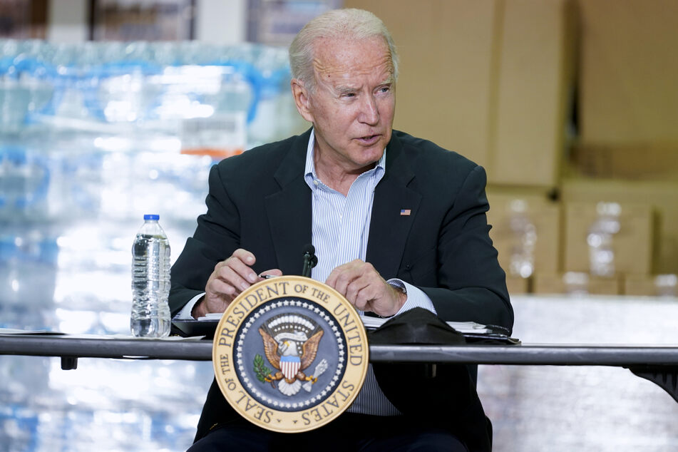 US-Präsident Joe Biden wollte die Schritte für den weiteren Kampf gegen das Coronavirus und die Stärkung der Impfkampagne am späten Nachmittag (Ortszeit; ab 23 Uhr MESZ) ankündigen.
