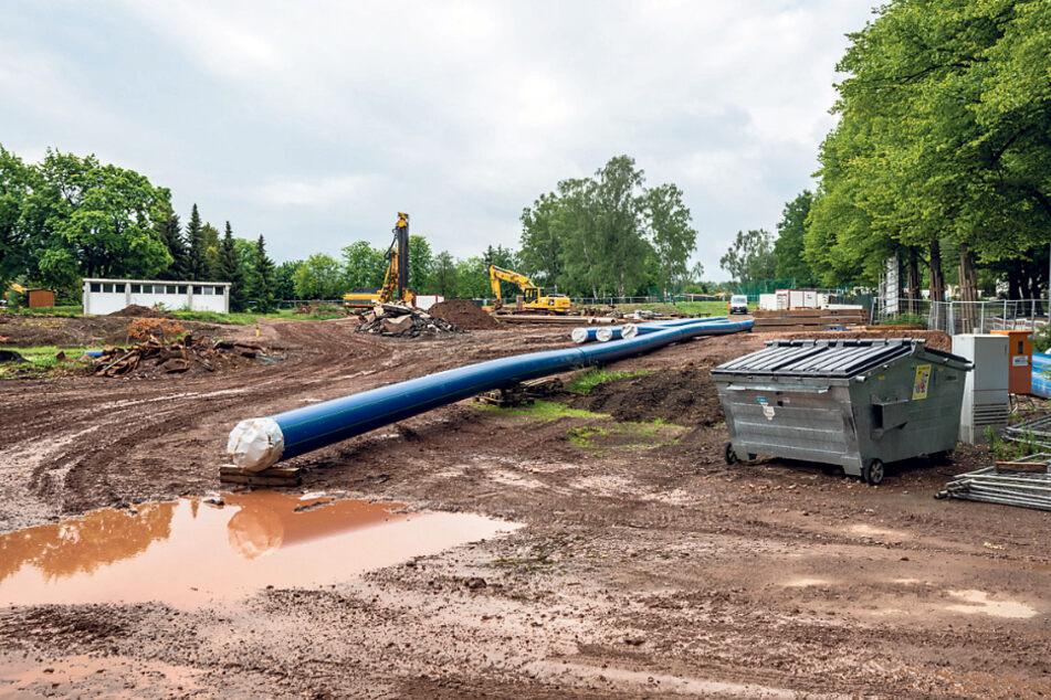 Liegt im Plan und kommt voran: Der Neubau des Bernsdorfer Freibades. Derzeit finden Kanalbauarbeiten statt.