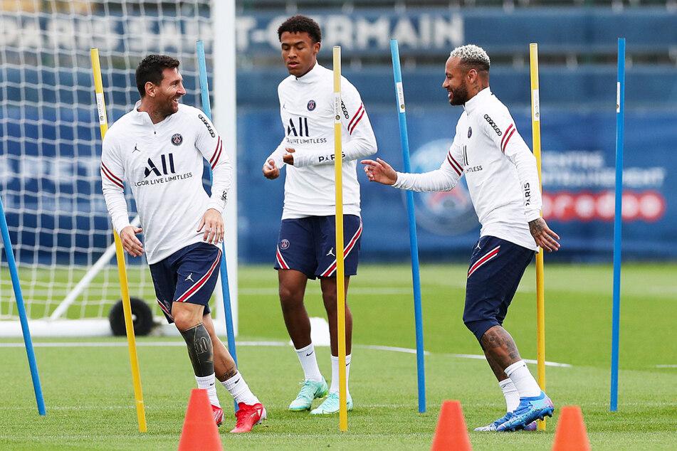 Die geleakten Verträge von Neymar (29, r.) und Lionel Messi (34, l.) sorgten und sorgen in der Fußballwelt für Aufsehen. Überraschend sind die Zahlen allerdings nicht.