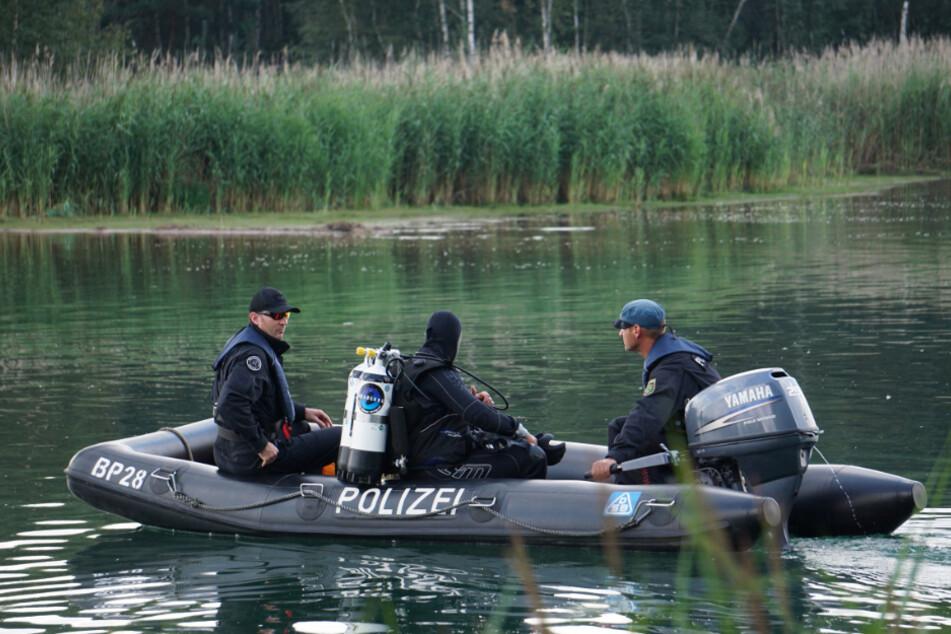 Profi-Taucher der Polizei suchten den Olbasee ab.