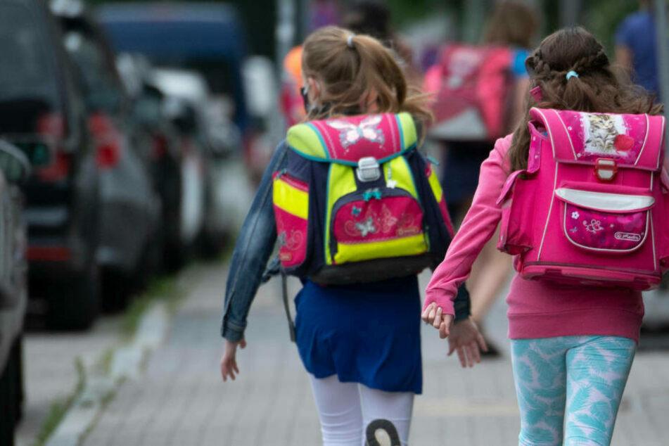 Schüler einer Grundschule aus Radebeul wurden am Dienstag von einem Mann aggressiv angesprochen. (Symbolbild)