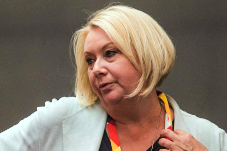 Karin Strenz (†53) bei einem Wahlkampftauftritt 2017 in Wismar. Die CDU-Bundestagsabgeordnete ist am Sonntag auf dem Rückflug von Kuba nach Deutschland im Flugzeug kollabiert und gestorben. (Archivfoto)