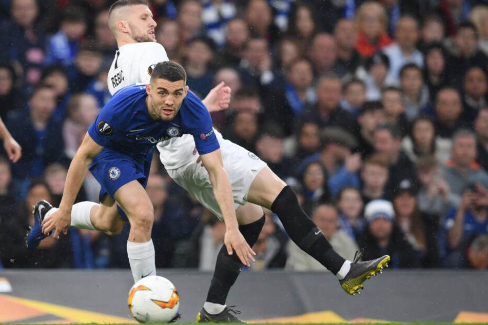 Ante Rebic kommt gegen Jorginho (vorne) zu spät.