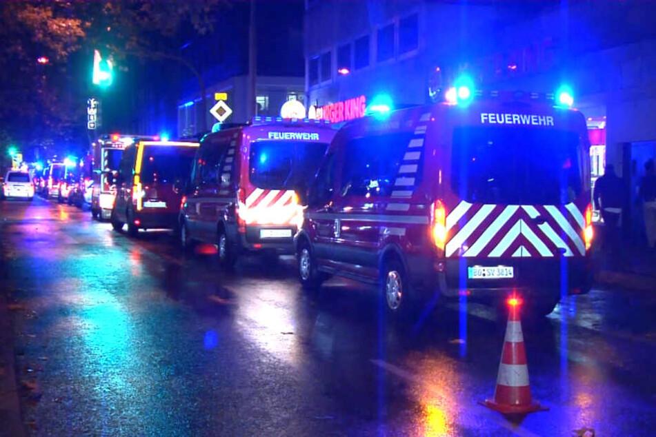 Die Feuerwehr rückte mit 60 Kameraden bei der Shisha-Bar in Bochum an.