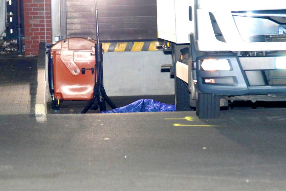 Der Laster hatte in der Nacht zu Samstag eine Frau überrollt.