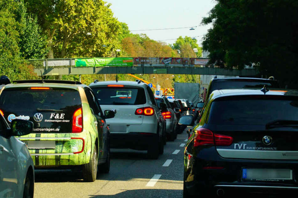 Geduldig bleiben müssen derzeit die Autofahrer in Bad Cannstatt.