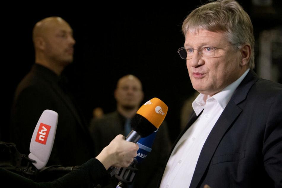 Jörg Meuthen stellt sich in Riesa den Fragen der Journalisten.