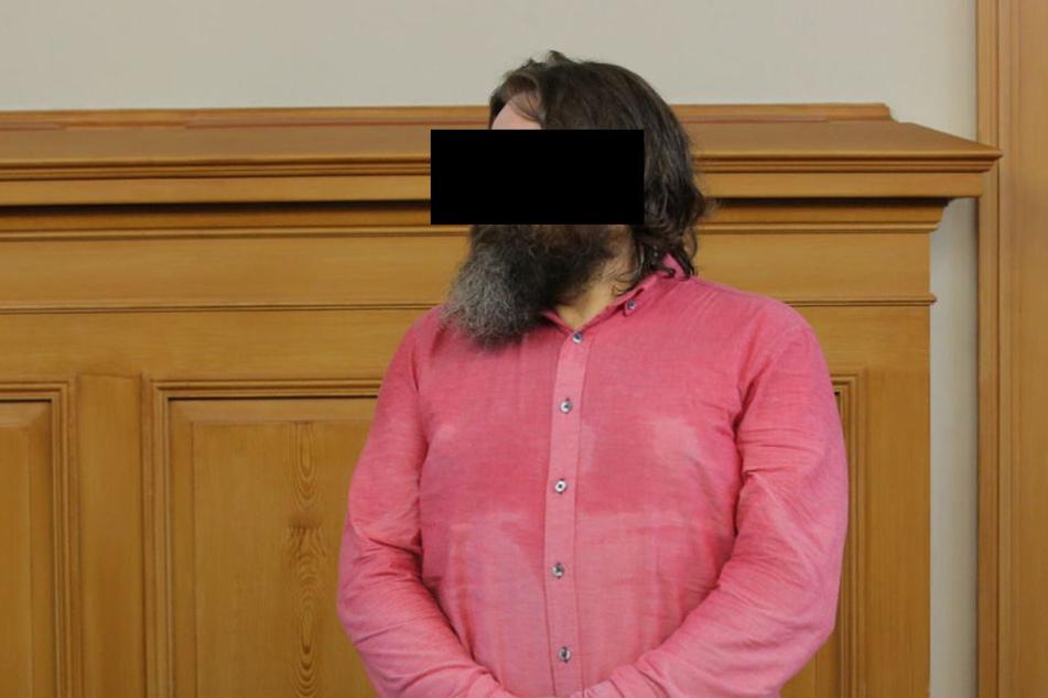 Tomasz S. steht vor Gericht. Er wird angeklagt wegen Herbeiführung einer Sprengstoffexplosion, fahrlässiger Tötung und mehrfacher fahrlässiger Körperverletzung.