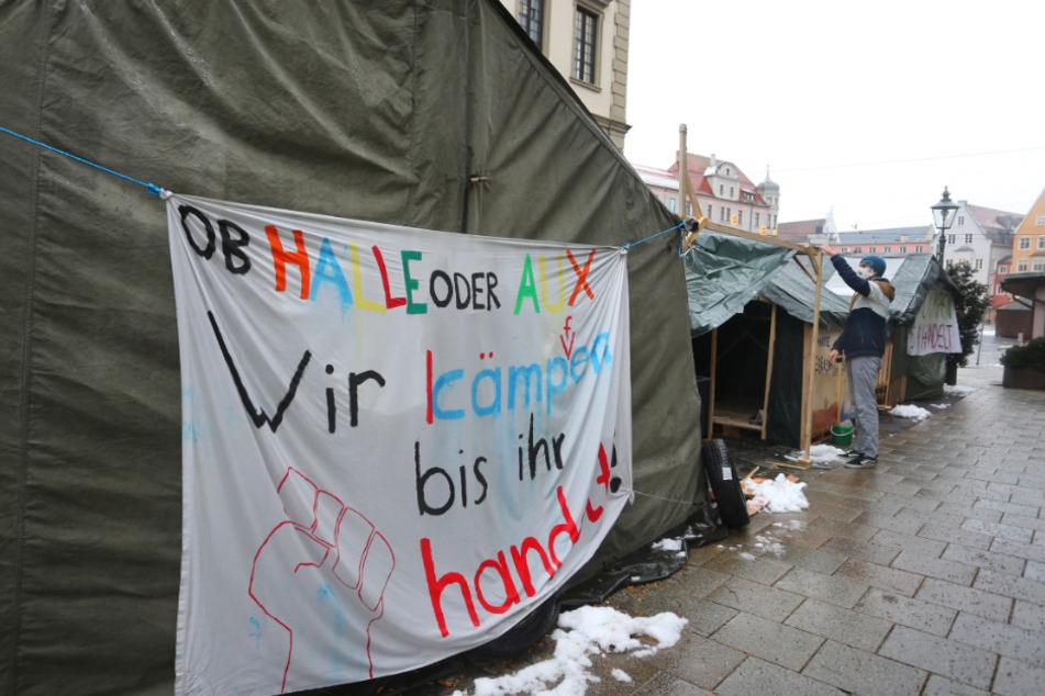 Seit einem halben Jahr protestieren die Klimaschützer vor dem Rathaus in Augsburg.