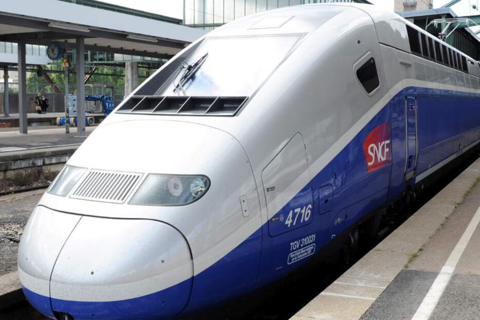 Beim Überqueren eines Bahngleises erfasste ein TGV einen Mann und verletzte ihn tödlich.
