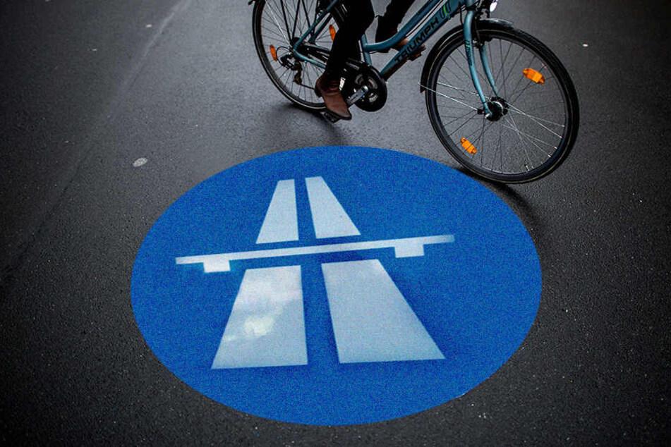 Fahrradfahrerin wollte über A 24 zur Party nach Hamburg