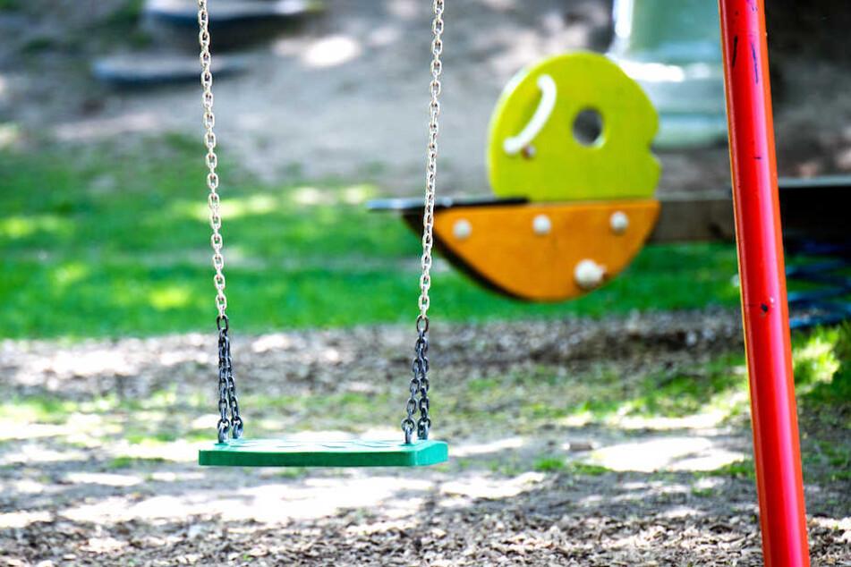 Ein Kind wurde auf einem Berliner Spielplatz von einer Frau gewürgt, weil es angeblich ein anderes getreten hatte. (Symbolbild)