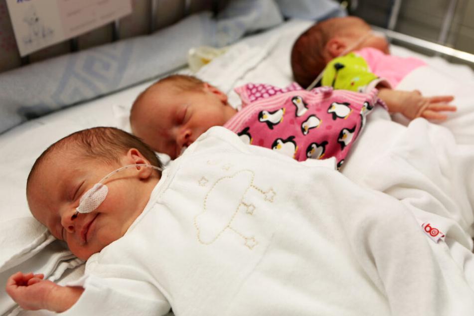 Nach vier Wochen in intensiver Betreuung auf der Frühgeborenenstation sind die Drillinge wohlauf.
