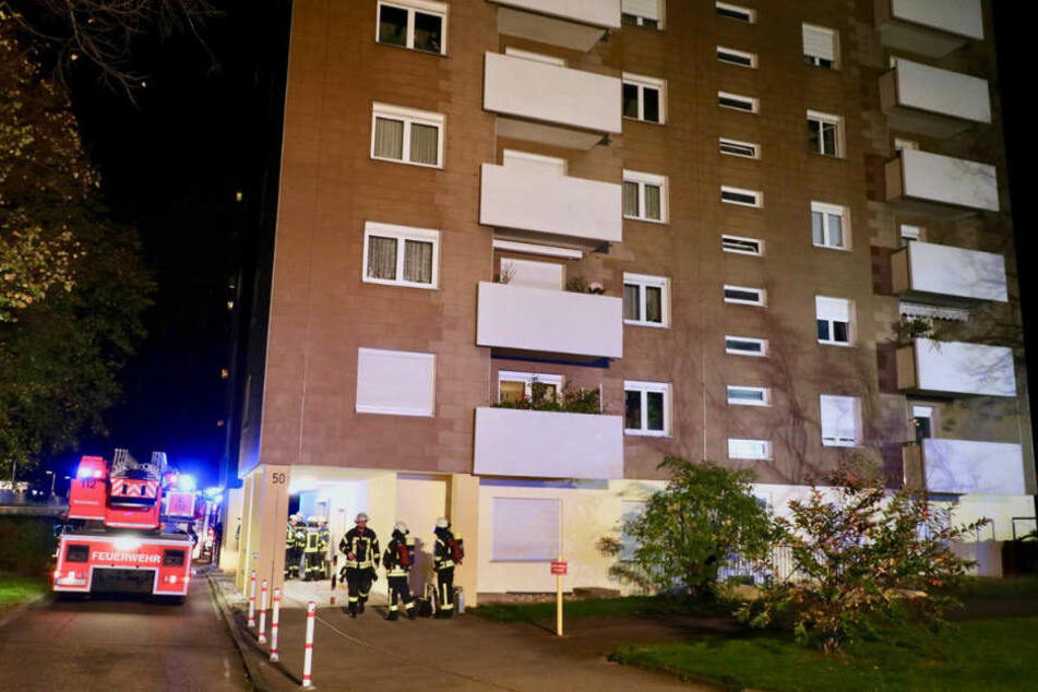 Das Feuer brach im vierten Stock aus.