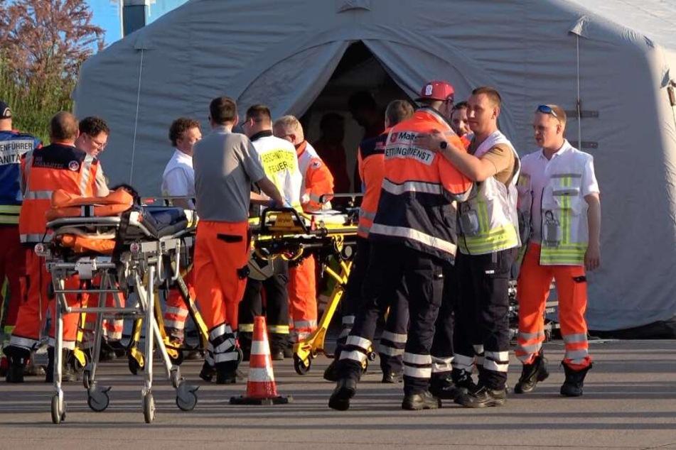 Für die Verletzten wurde ein Zelt aufgebaut.