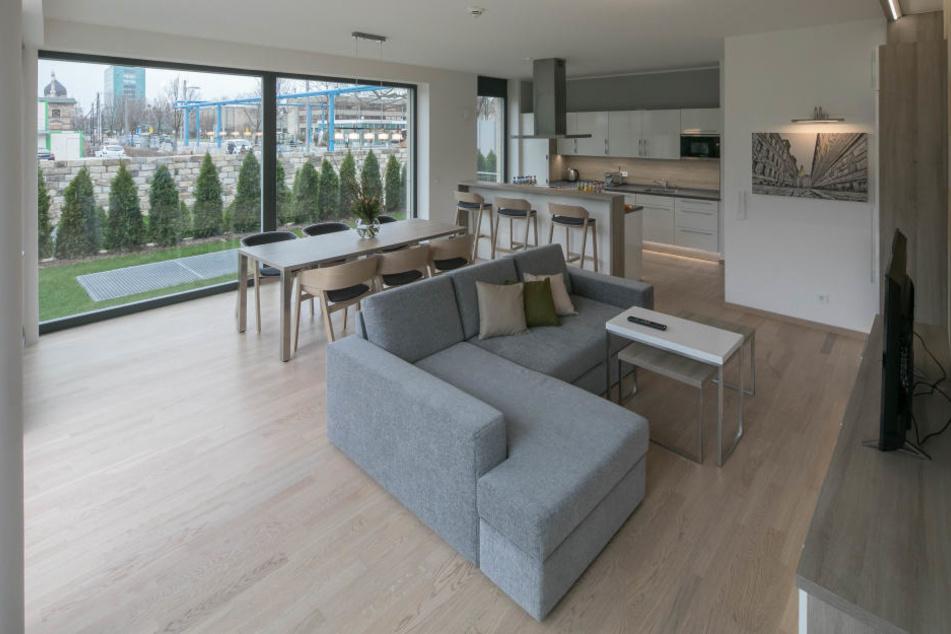 Das Appartement im Erdgeschoss verfügt auf zwei Etagen über zwei  Schlafzimmer, eine XXL-Wohnküche, zwei Bäder und eine eigene Terrasse.
