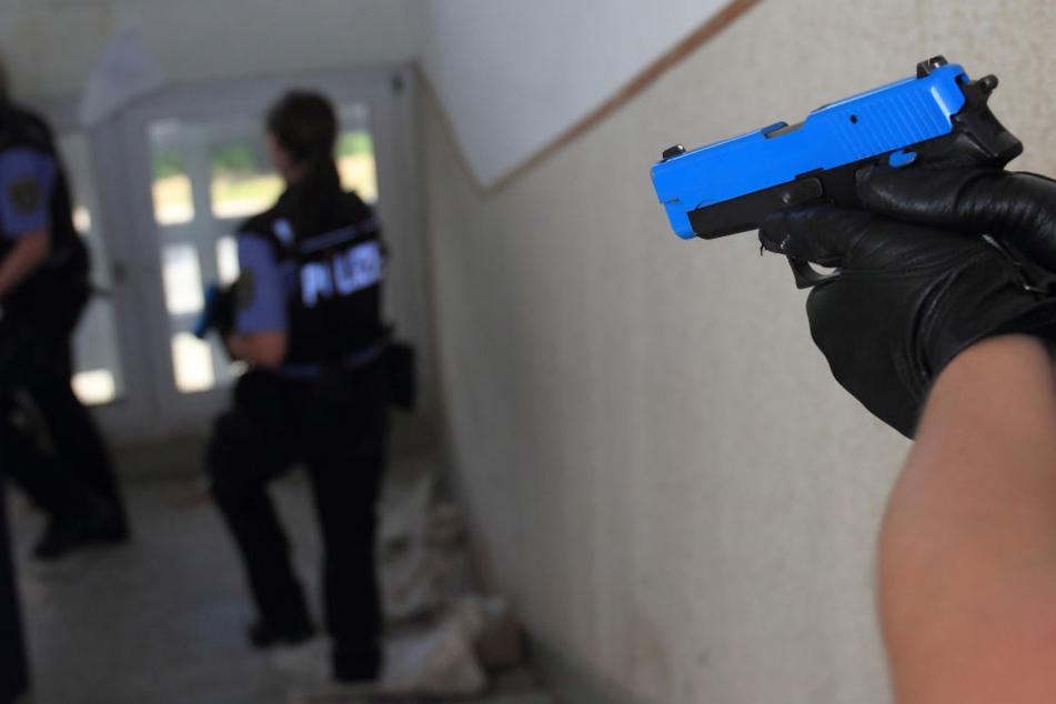 Polizei-Anwärter trainieren eine Terrorlage.