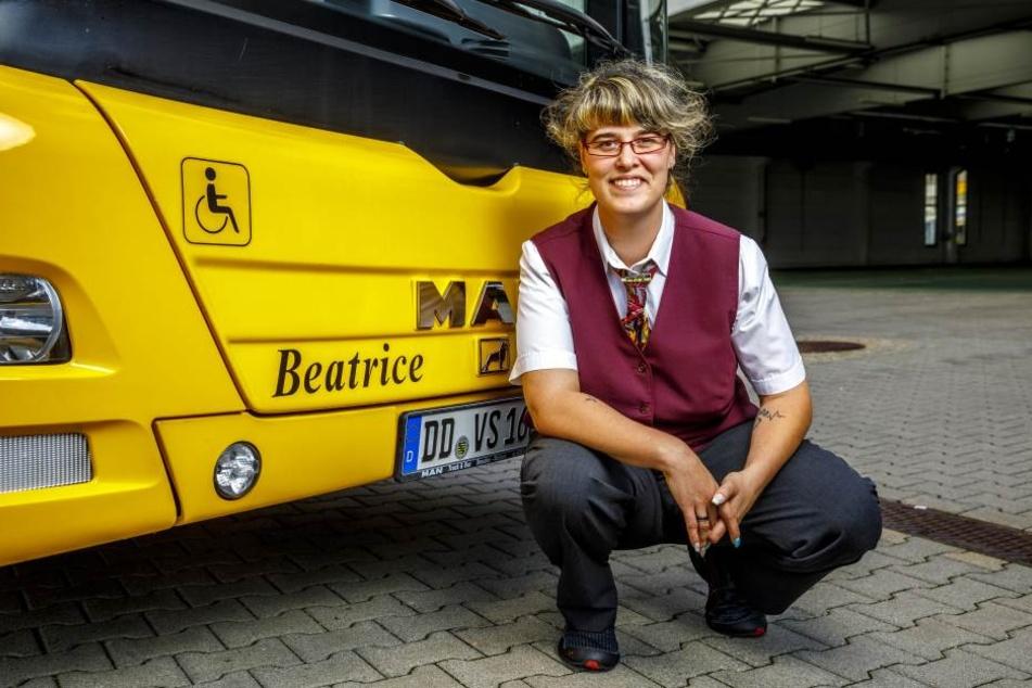 Auch Beatrice S. (33) freut sich über den auf sie getauften Bus.