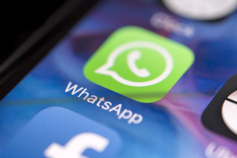 Das massenhafte Weiterleiten von Nachrichten via WhatsApp soll künftig nicht mehr möglich sein.