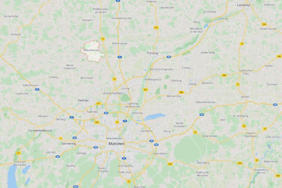 Die Ortsschilder wurden in der Gemeinde Petershausen im Landkreis Dachau entwendet.