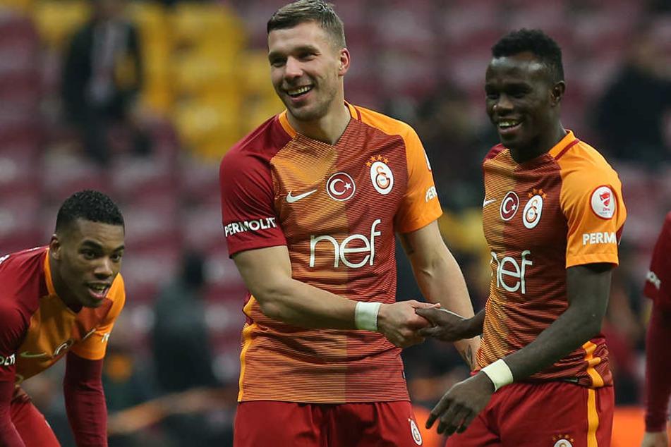 Kehrt auch Bruma (22, r.) Galatasaray Istanbul den Rücken? Lukas Podolski (31, M.) wechselt im Sommer zum japanischen Klub Vissel Kobe.
