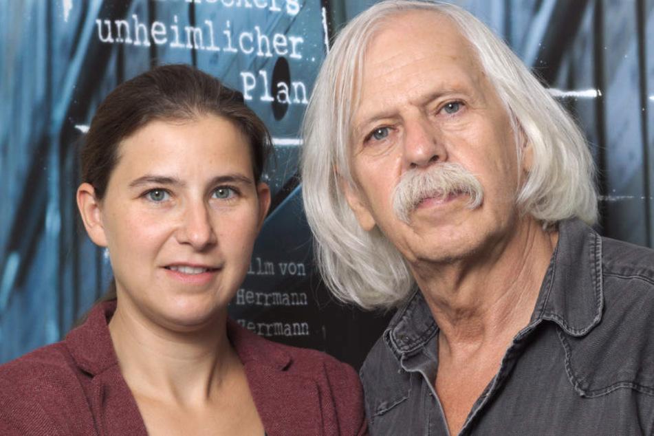 Anhand von Stasi-Dokumenten sowie Zeitzeugenberichten rekonstruieren die Dokumentarfilmer Katharina und Konrad Herrmann die dunkle Seite ostdeutscher Geschichte.
