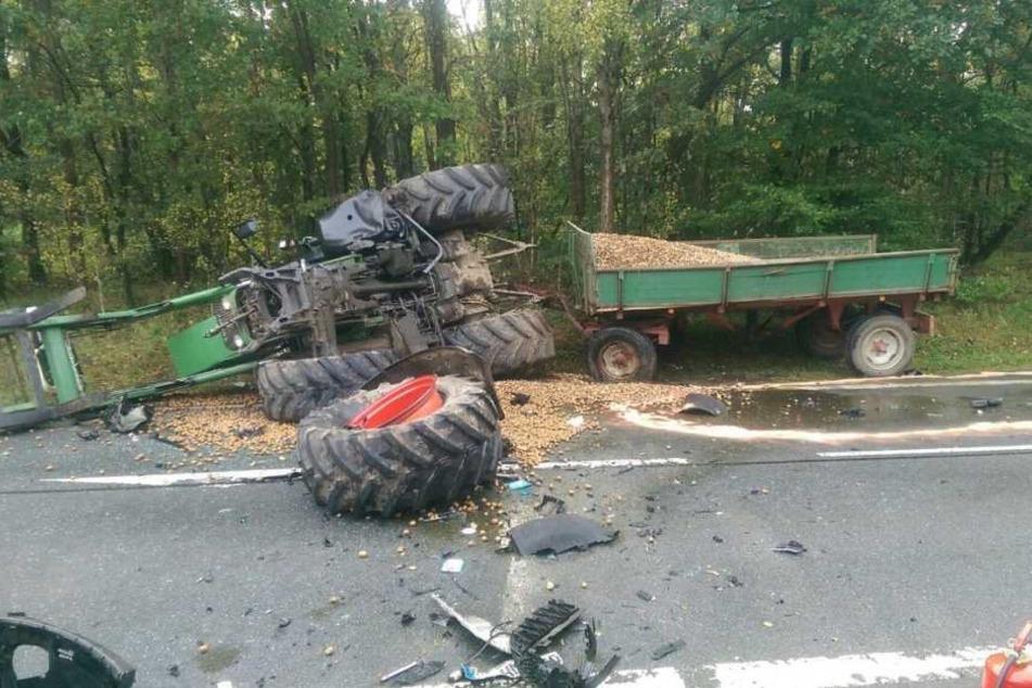 Der Fahrer des Landwirtschaftsfahrzeugs wurde nur leicht verletzt.