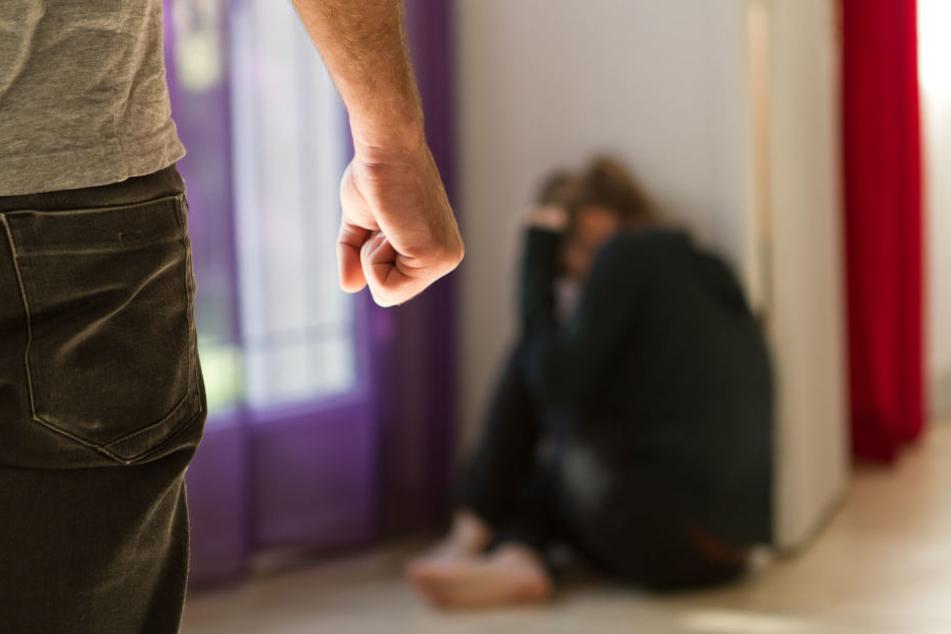 Seine schwangere Freundin floh vor dem Mann. (Symbolbild)