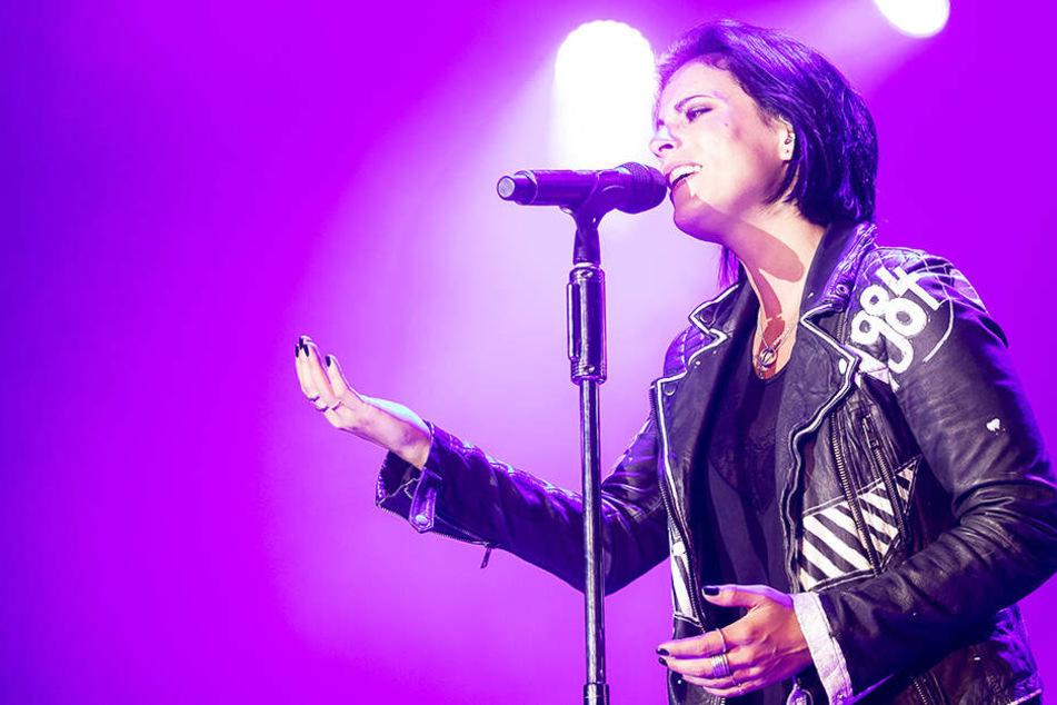 Stefanie Kloß von Silbermond beim Konzert im August 2017 in Dresden. Wenig später gab sie ihre Schwangerschaft bekannt.