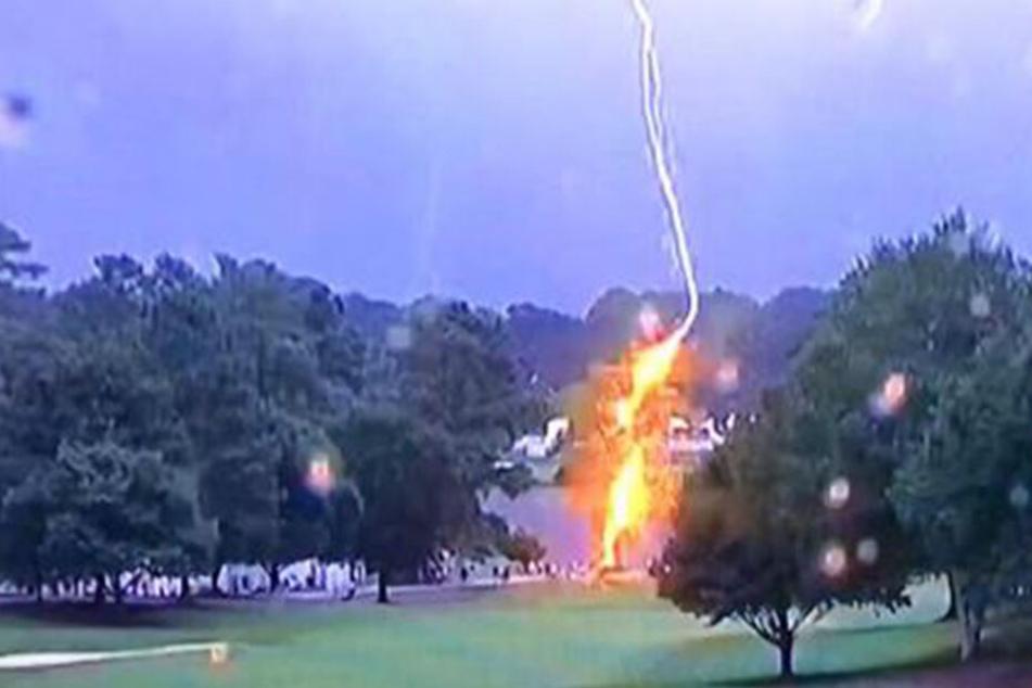Blitzeinschlag bei PGA-Tourfinale: Sechs Golf-Fans verletzt!