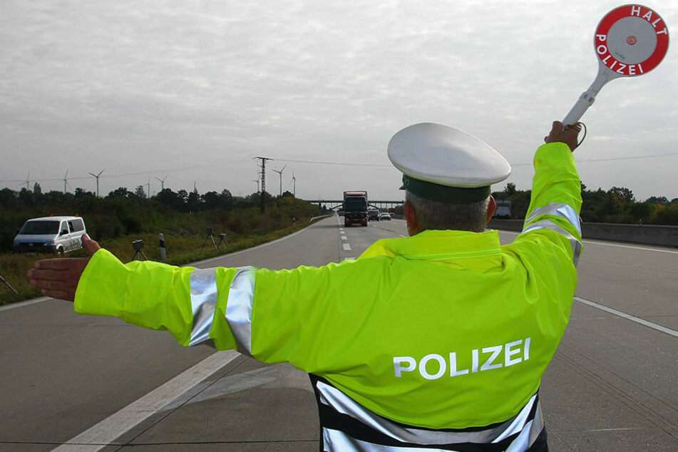 Die Autobahn 93 musste wegen eines Sprengstoffverdachts komplett gesperrt werden.
