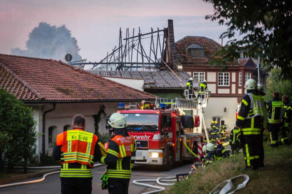 Tragisch: Pferde flüchten aus brennendem Reiterhof, zwei Tiere tot