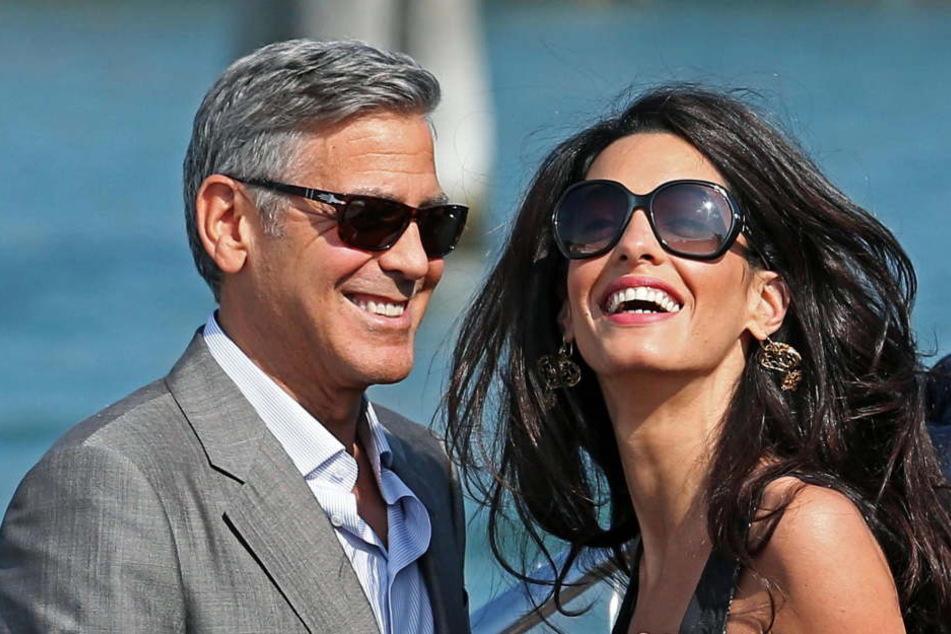 Die Clooneys bleiben cool. Tequila ist eben kein Getränk für Bubis.