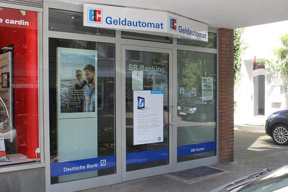 Diese Bank baut reihenweise ihre Geldautomaten ab