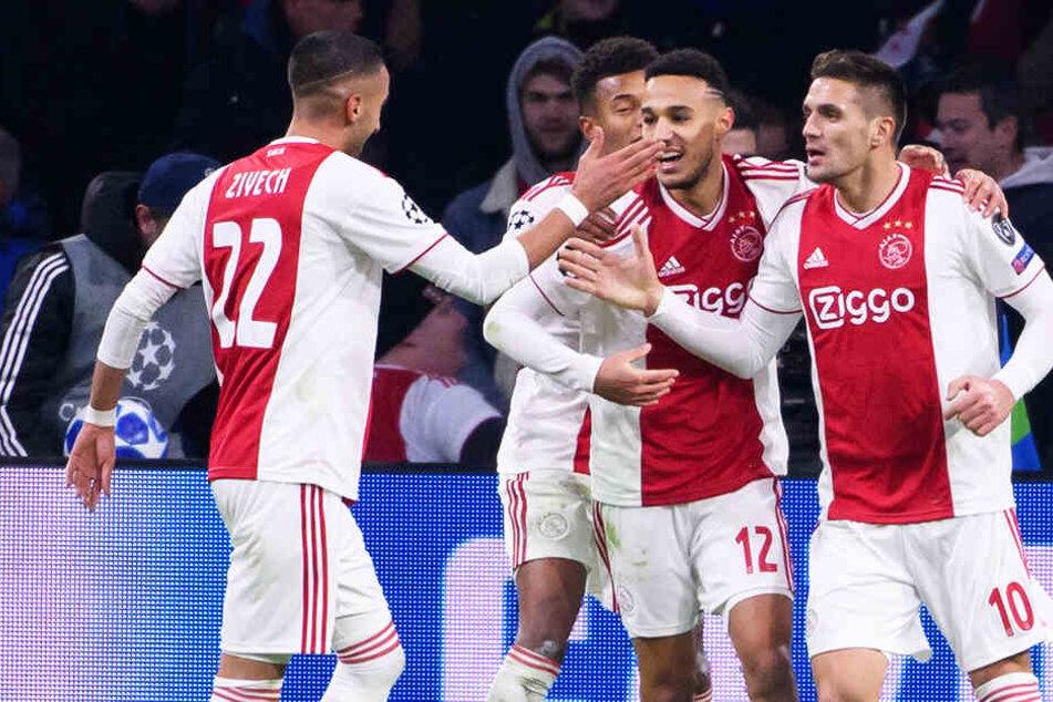 Dusan Tadic (r.) erzielte für Ajax Amsterdam zwei Tore.