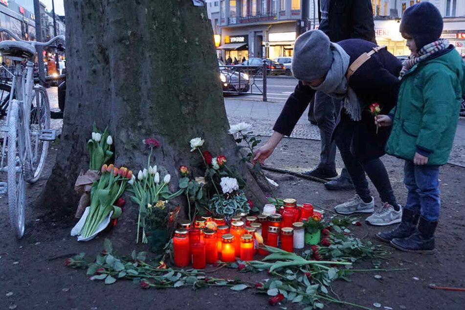 Berliner Bürger zeigen große Anteilnahme am Tod der Radfahrerin.