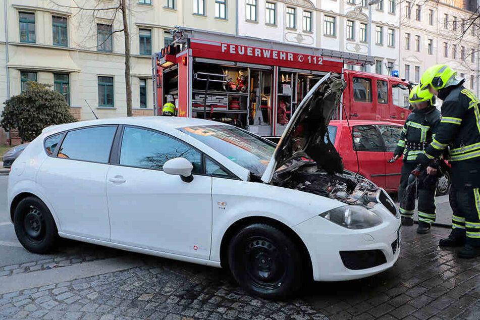 In der Zeißstraße in Chemnitz hat ein Seat gebrannt.