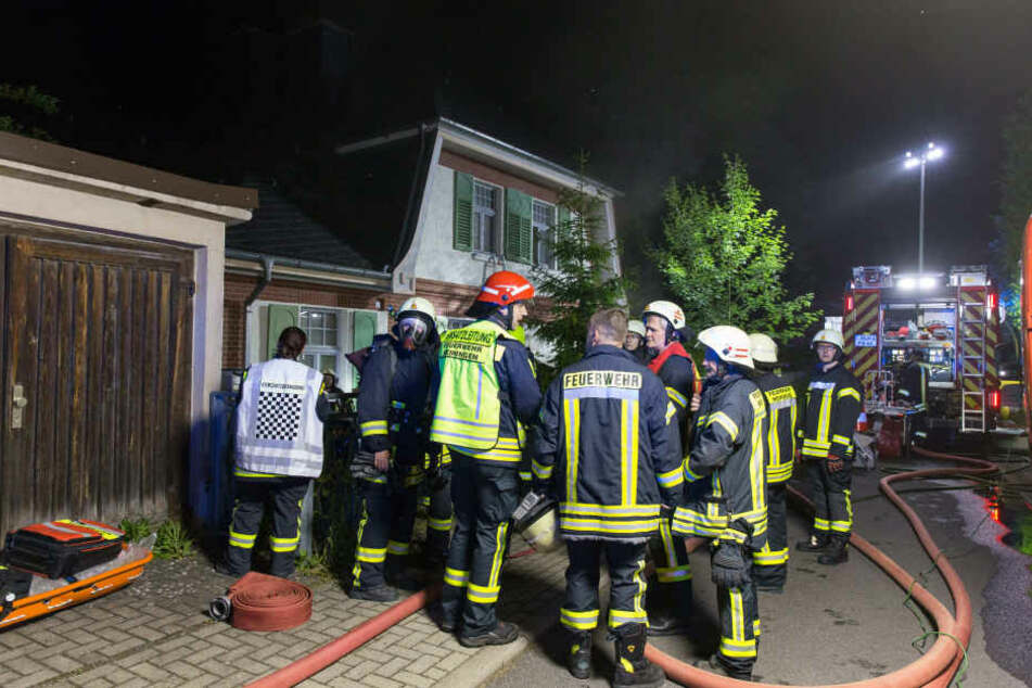 Die Feuerwehr hatte in der stark vermüllten Wohnung zunächst Probleme, den Brandherd zu finden.
